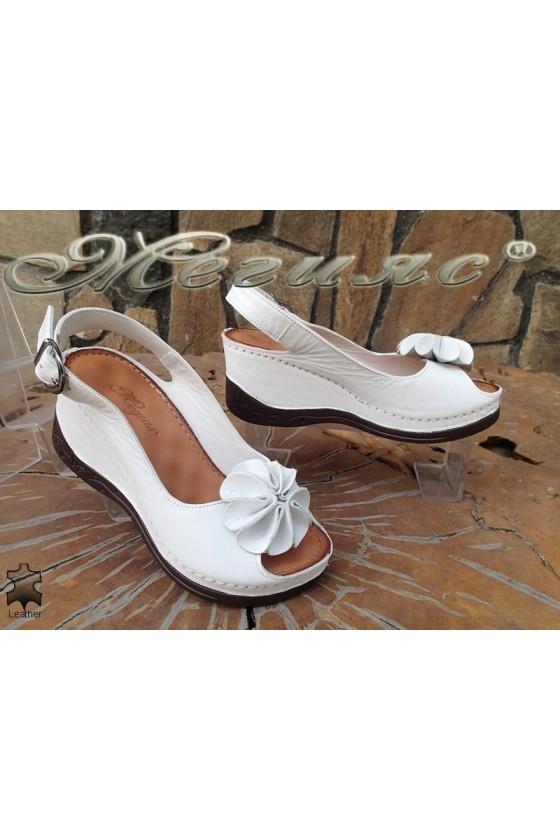 Дамски сандали XXL 2-145 гигант бели от естествена кожа на платформа