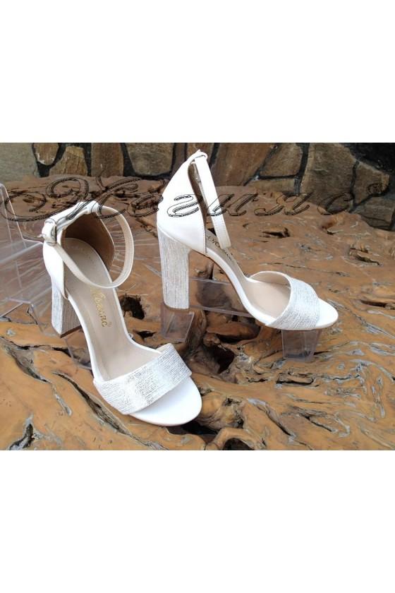 Дамски сандали 579 бели еко кожа с широк ток