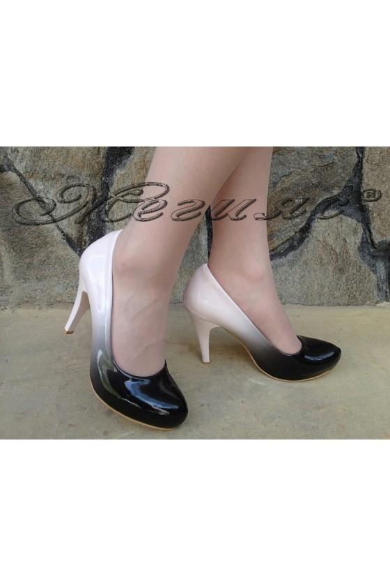 Дамски обувки 15 черно с пудра преливащ лак висок ток заоблени