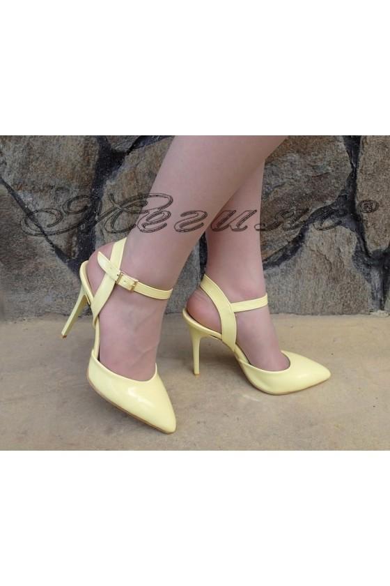 Дамски сандали К 060 светло жълт лак елегантни с тънък ток