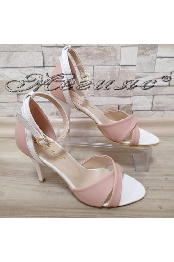 Дамски сандали 138 пудра/бяло елегантни от еко кожа среден ток