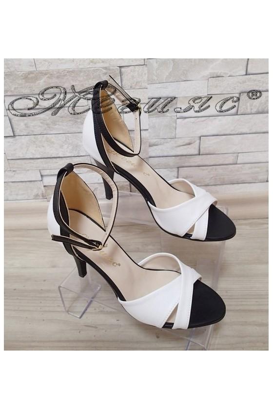 Дамски сандали 138 бяло/черно елегантни от еко кожа среден ток