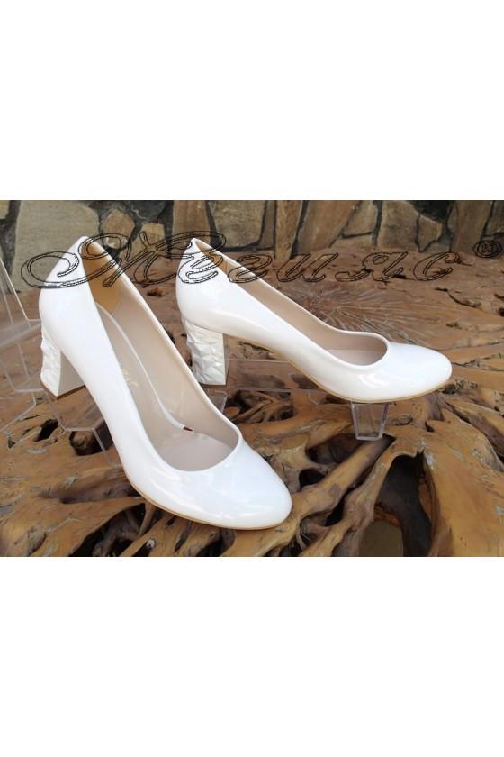 Дамски обувки 991 XXL ГИГАНТ бели с покритие лак елегантни с широк ток