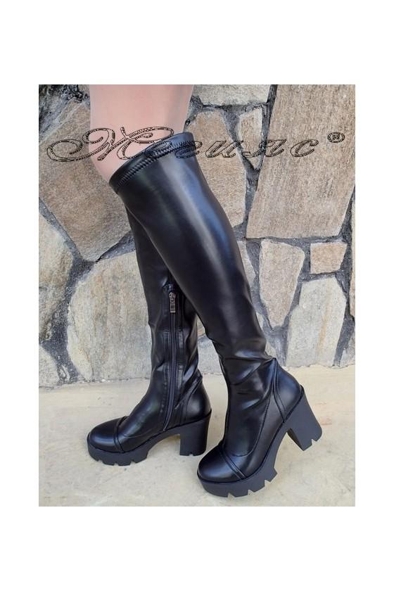 Дамски ботуши Carol W18-2063 черни от еко кожа на широк ток
