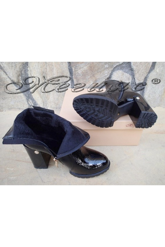 Lady boots Carol W18-2042 black pu coated with lacquer