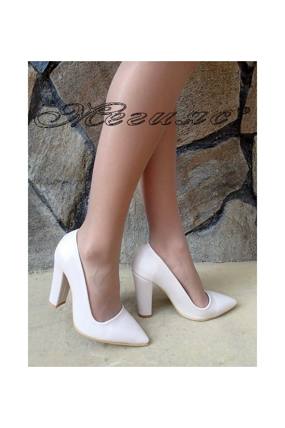 Дамски обувки 702 бежови еко кожа с дебел ток