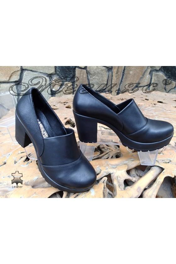 Дамски обувки 81-02 черни от естествена кожа с широк ток