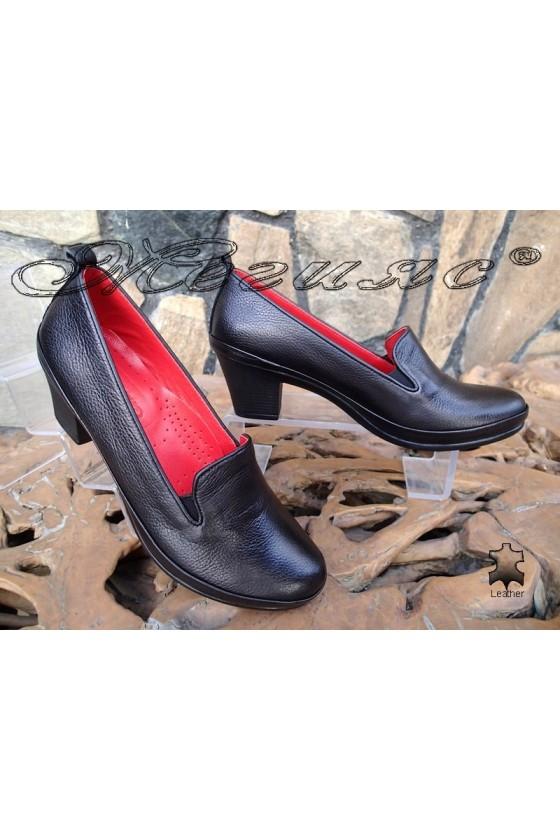 Дамски обувки 11-К черни от естествена кожа с широк ток