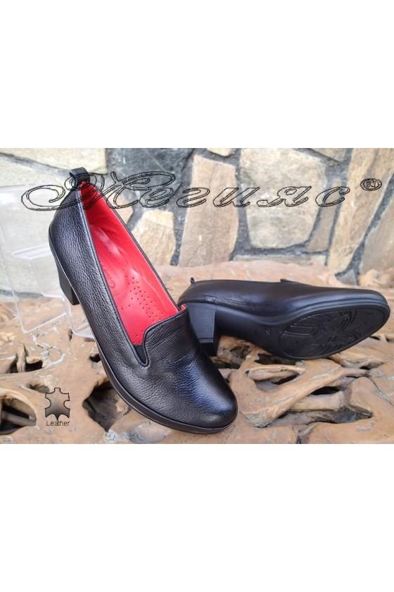 Дамски ортопедични обувки черни от естествена кожа с широк ток 11-К