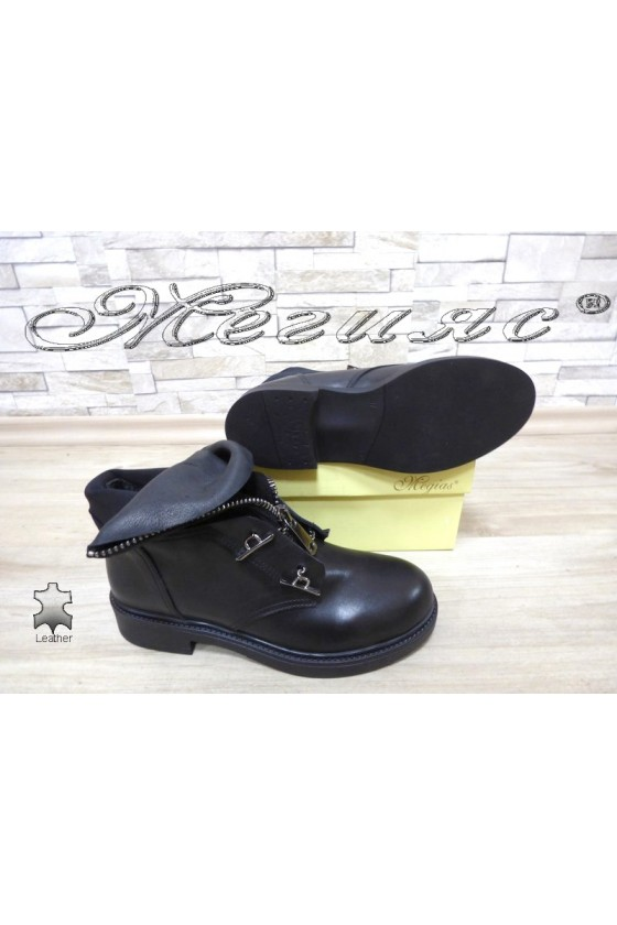 Women boots 085-01 black leather