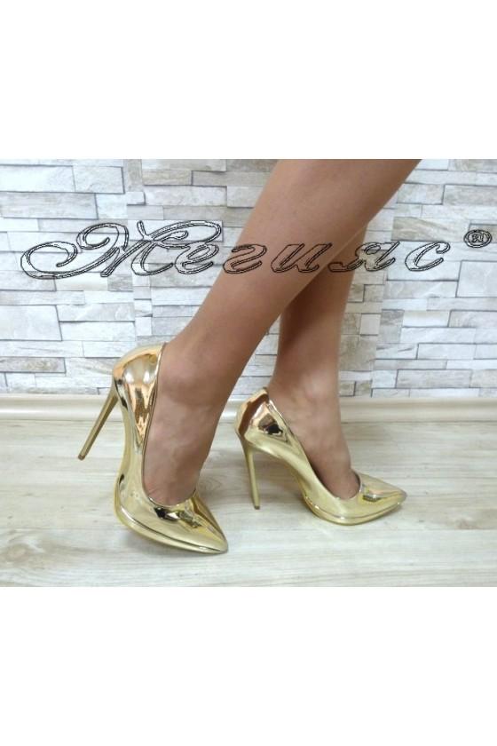Дамски обувки 00500 златисти лак елегантни с ток и платформа