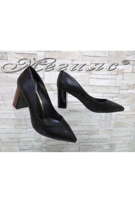 Дамски обувки 1120 черен релеф елегантни на ток