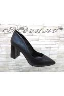 Дамски обувки 1120 черна мачкана кожа елегантни на ток