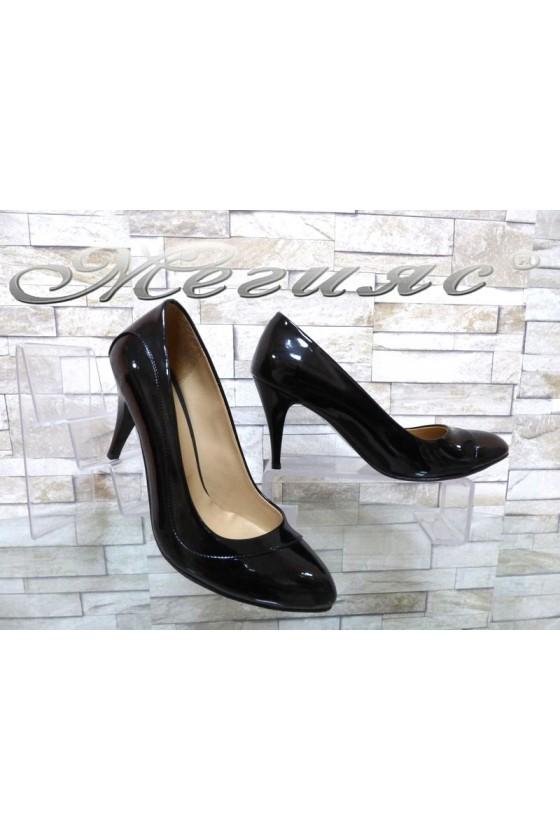 Дамски обувки 027 черни лак елегантни на среден ток