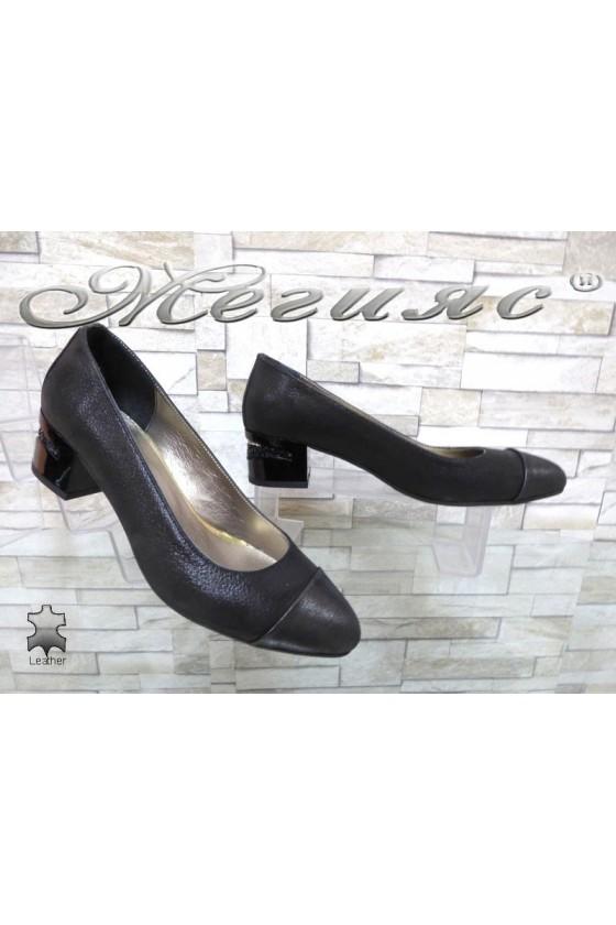 Дамски обувки 334 черни от естествена кожа с широк ток