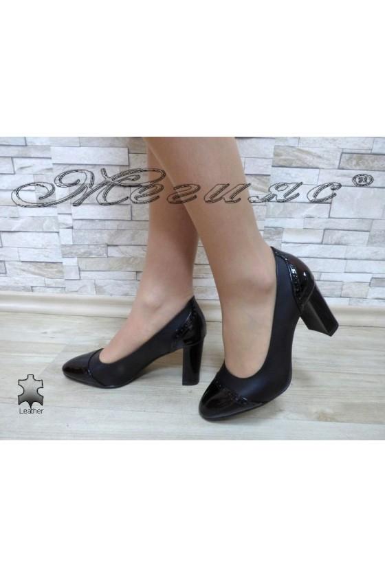 Women elegant shoes 158-01-15 black leather