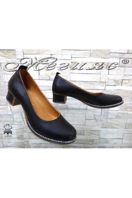 Дамски обувки 201-02 черни от естествена кожа с широк ток