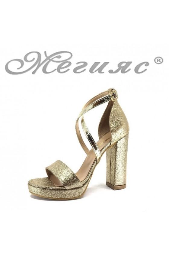 Дамски сандали 393 златисти намачкана еко кожа елегантни с широкк