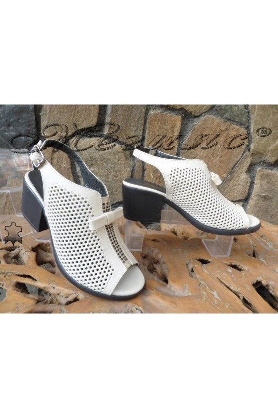 Дамски сандали 880-183 бежови от естествена кожа с широк ток