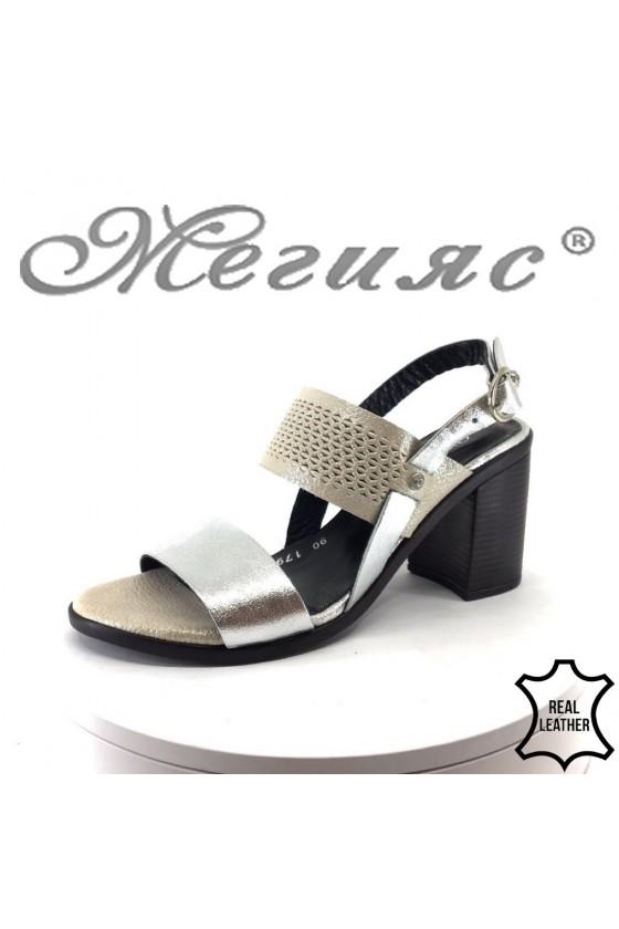 Дамски сандали на дебел ток сребристи с бежово естествена кожа на среден ток 90-179-75