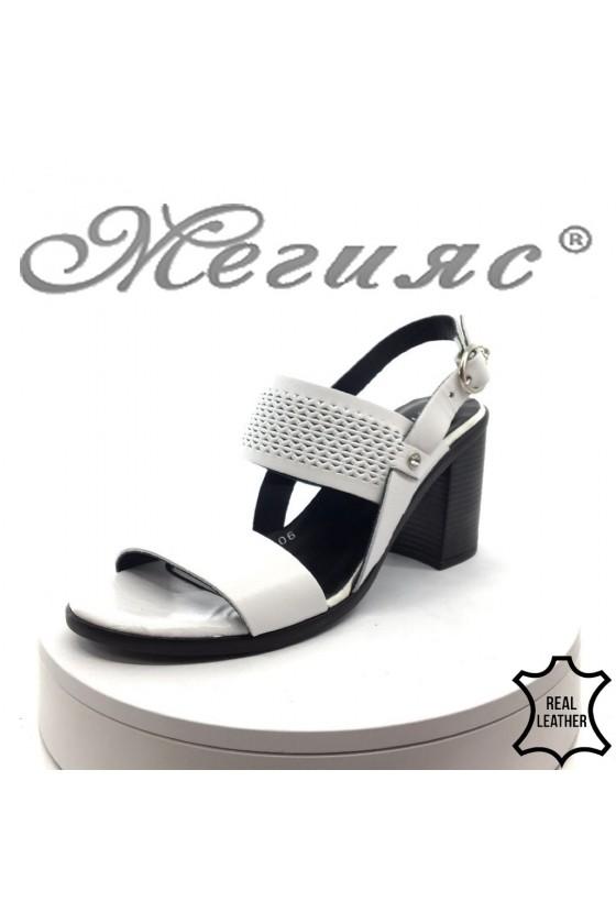 Дамски сандали 90-140-09 бели естествена кожа на среден ток