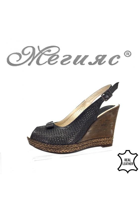 Lady platform sandals...