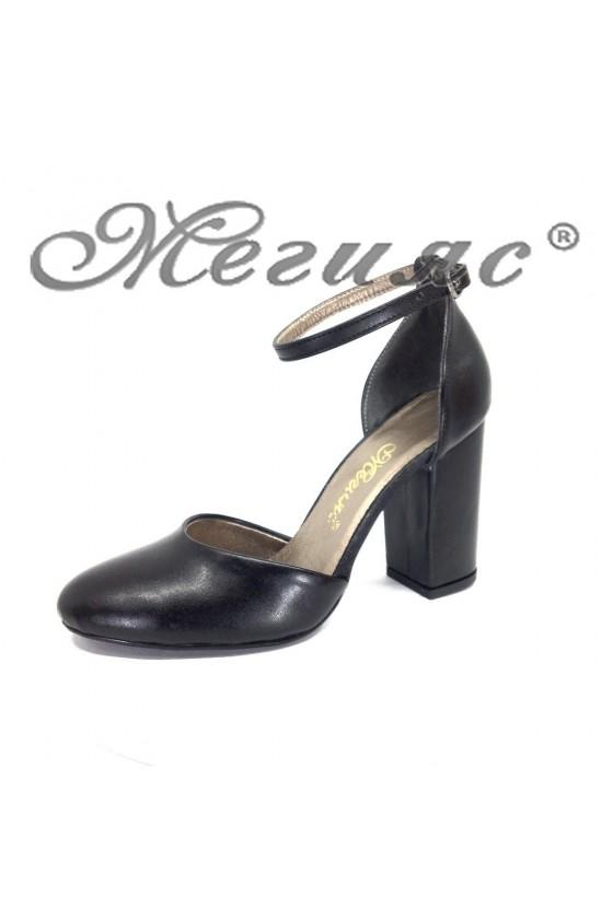 Дамски елегантни сандали 596 черни на широк ток