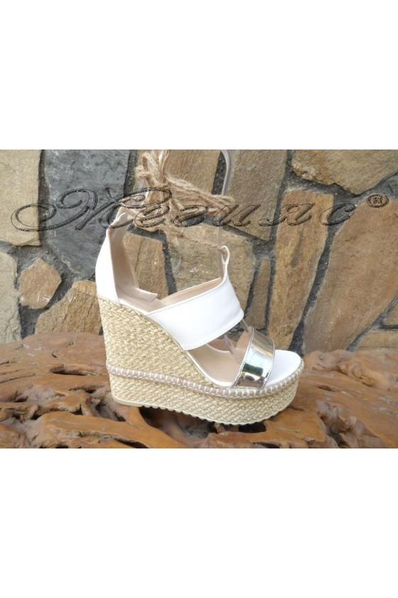 Дамски сандали 853 бели на висока платформа