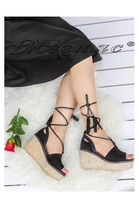 Дамски сандали 495 черни велур на средна платформа платформа