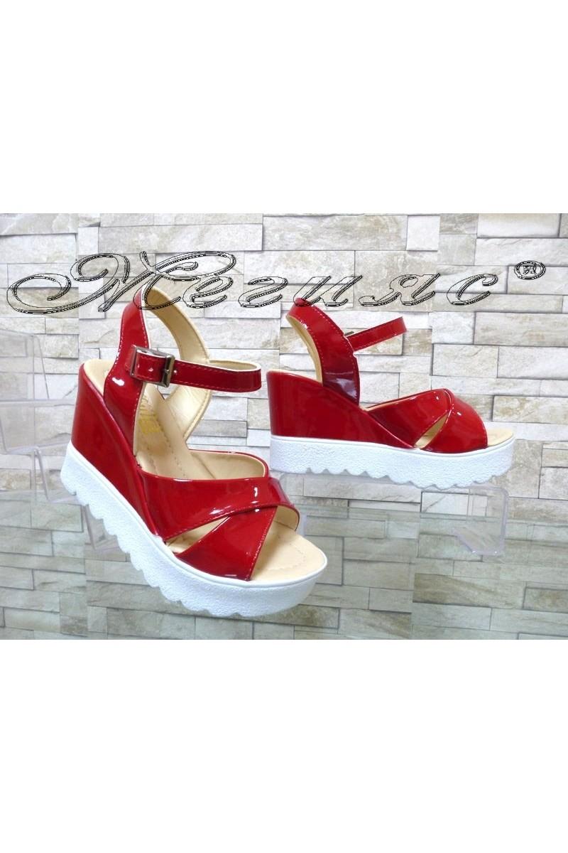Дамски сандали Power 303 червен лак с платформа