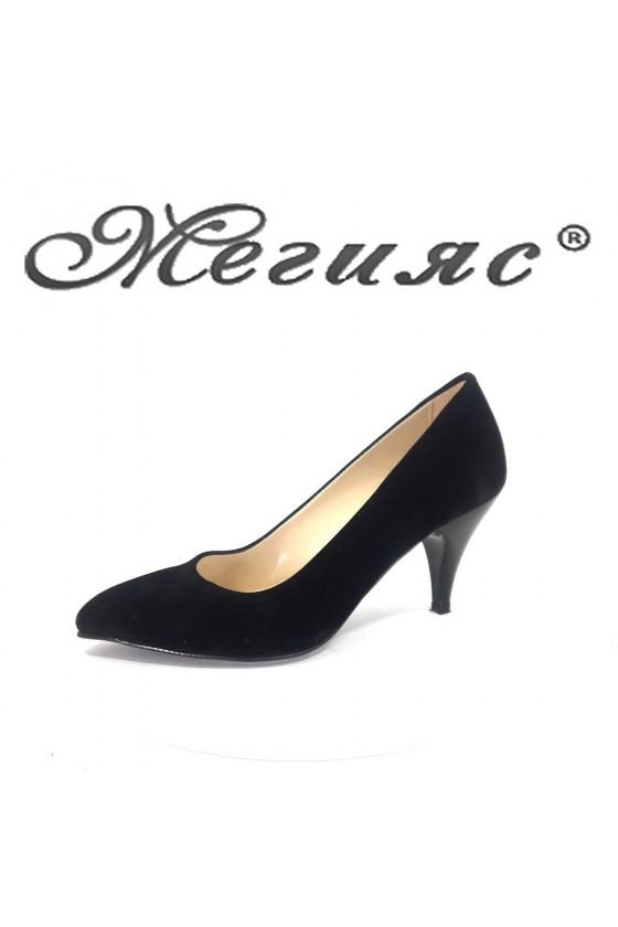 Дамски обувки 117 черен велур елегантни остри нисък ток