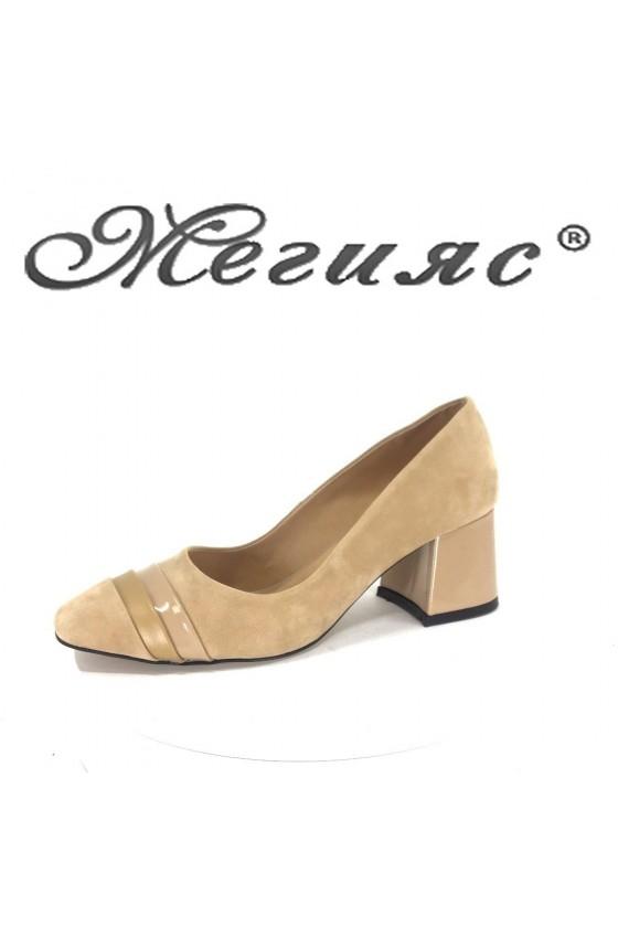 Дамски обувки 791 бежови елегантни от eko велур с лак
