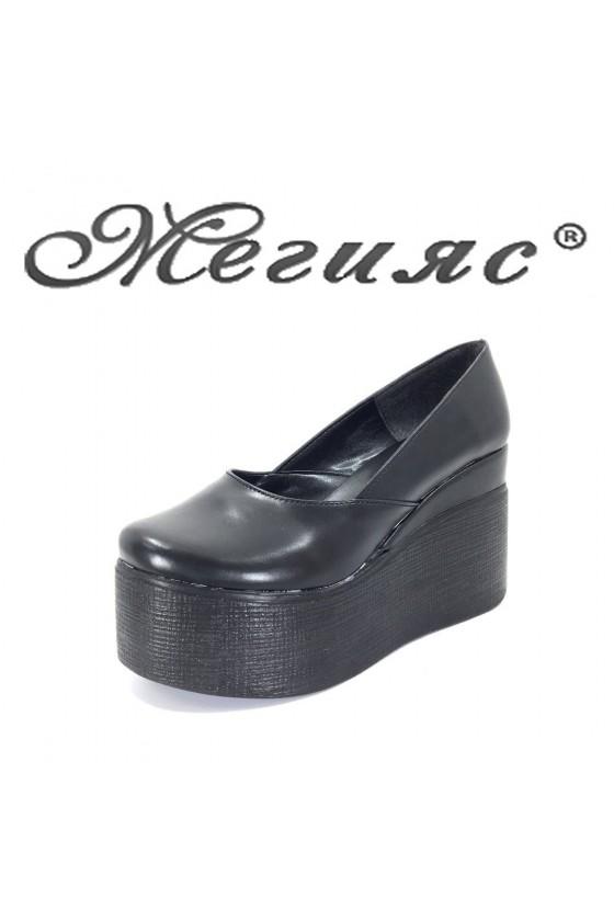 118 Дамски обувки черна кожа на висока платформа