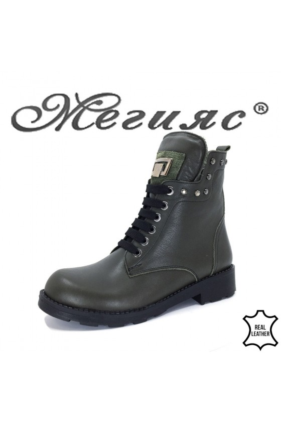 9065  Lady boots green leather