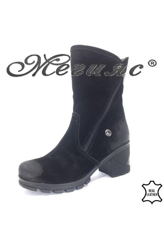 77-31 Women boots black sued