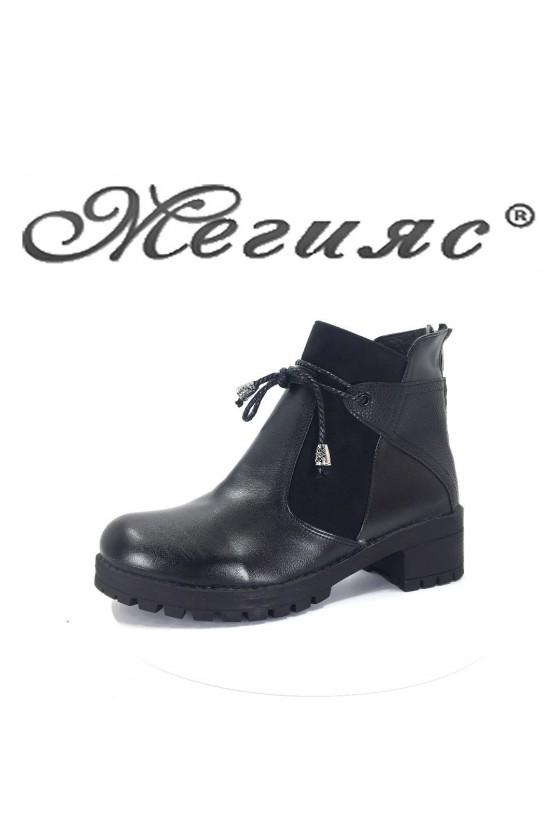 24 Women boots black pu