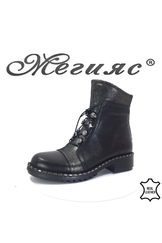 8601  Lady boots black leather