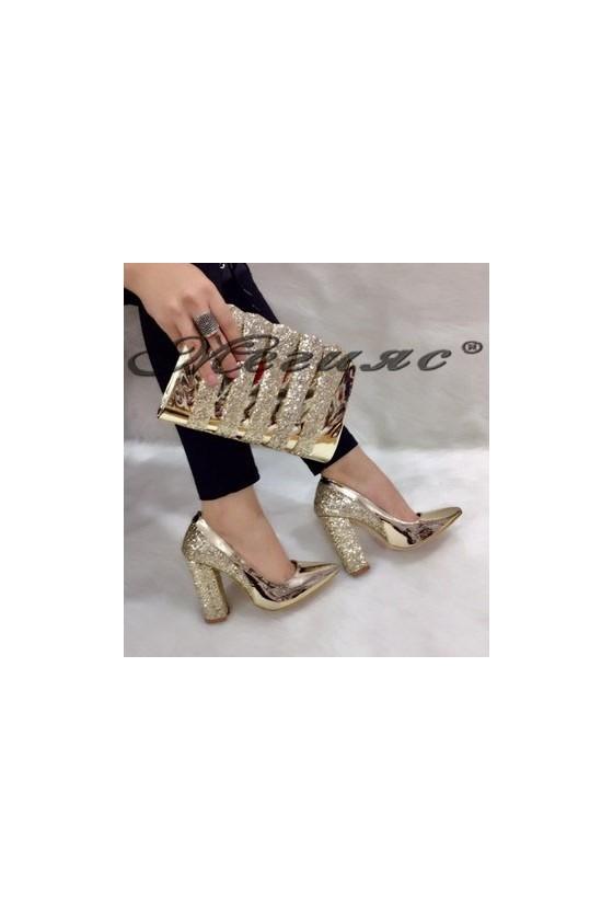 00543 Комплект дамски елегантни обувки светло злато с чанта
