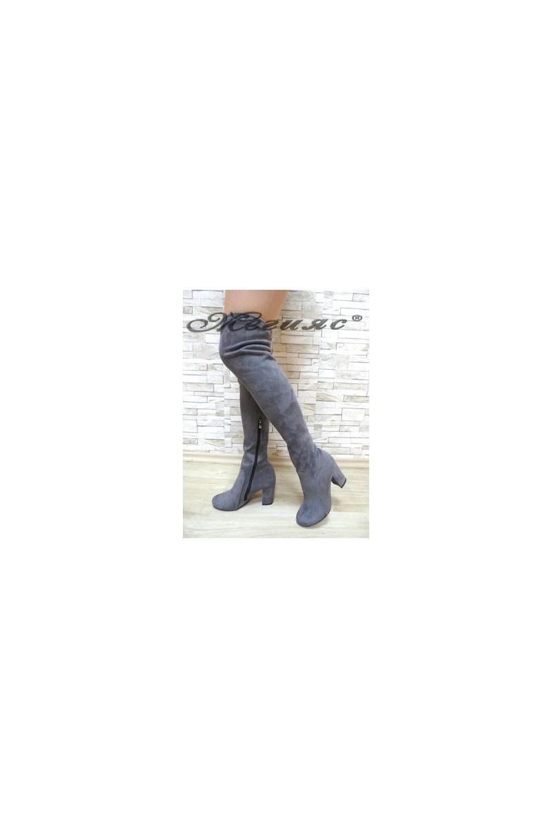 067 Дамски ботуши сиви тип чизми от велур