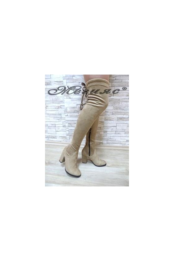 047 Дамски ботуши светло бежови тип чизми от велур