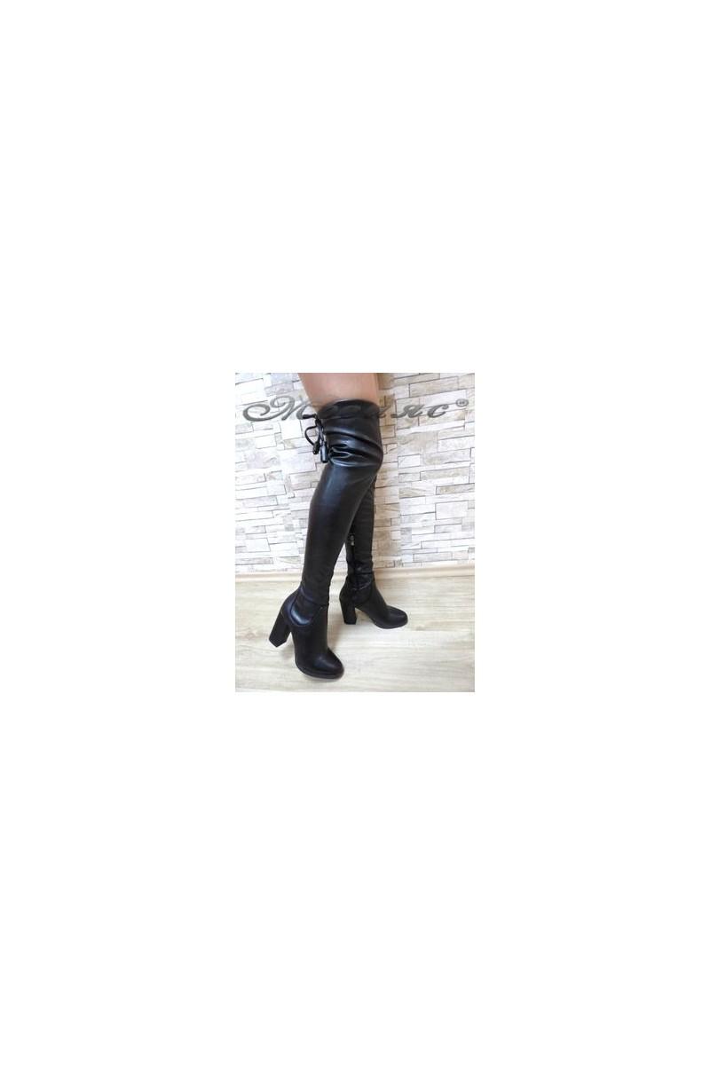 047 Дамски ботуши черни тип чизми от еко кожа