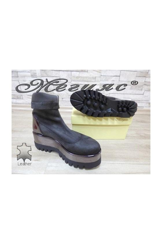 19303 Lady platform boots grey suede