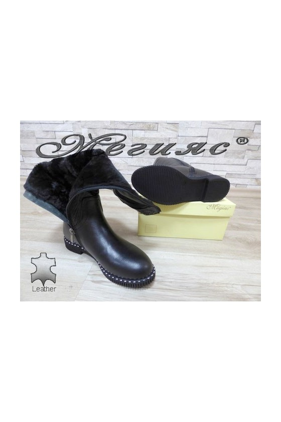 235-7 Women boots black leather