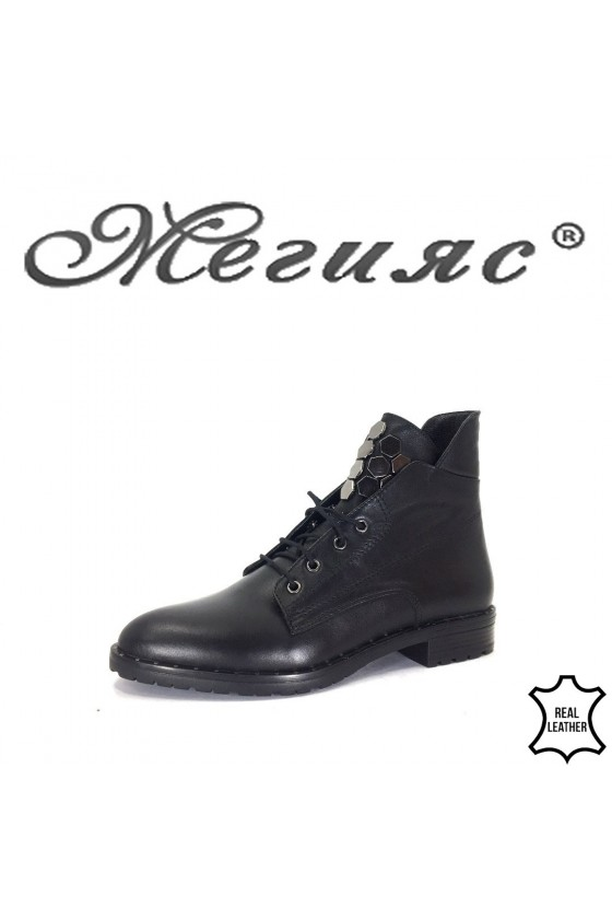 833-01 Women boots black leather