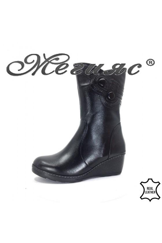 67-01 Дамски боти черни от естествена кожа на платформа