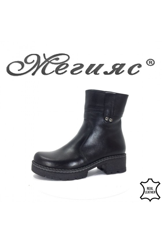 802-01  Lady boots black leather