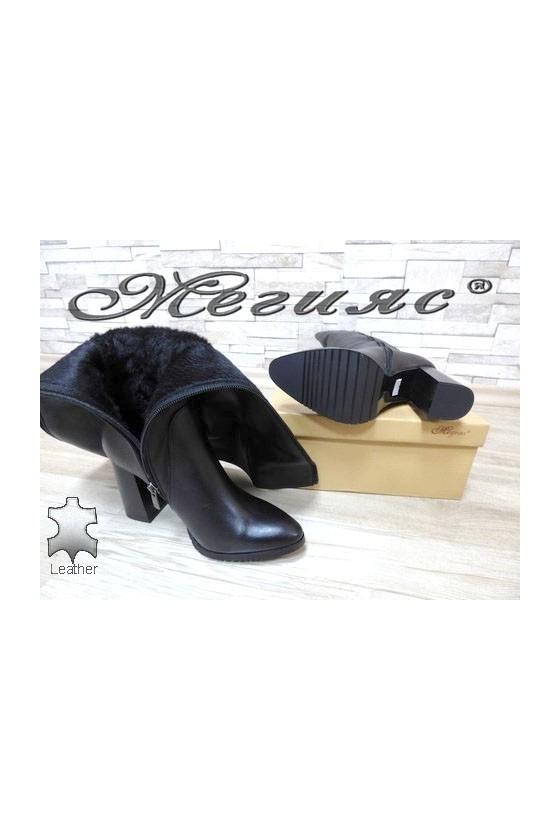885  Women elegant boots black leather