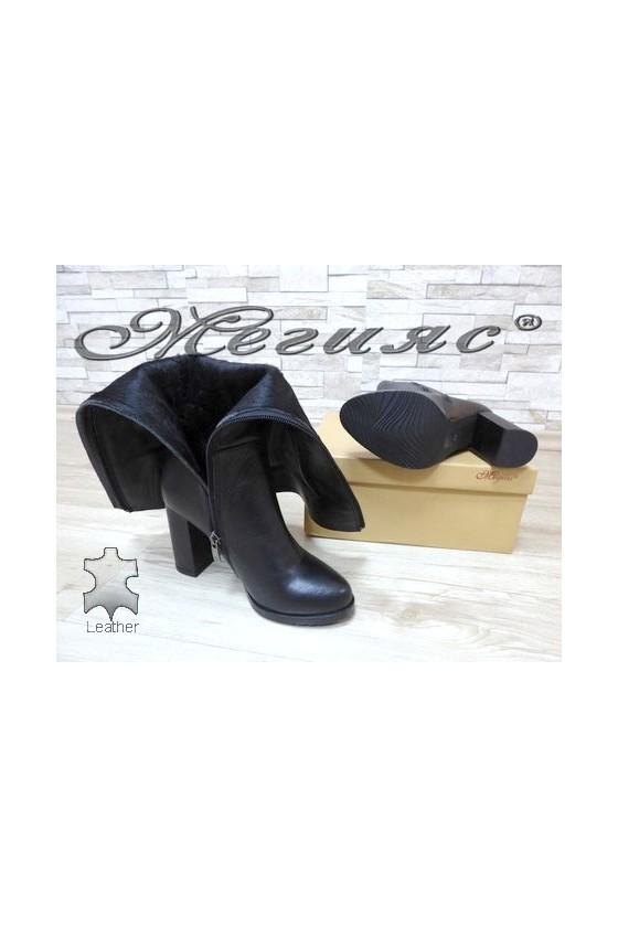 506 Women elegant boots black leather