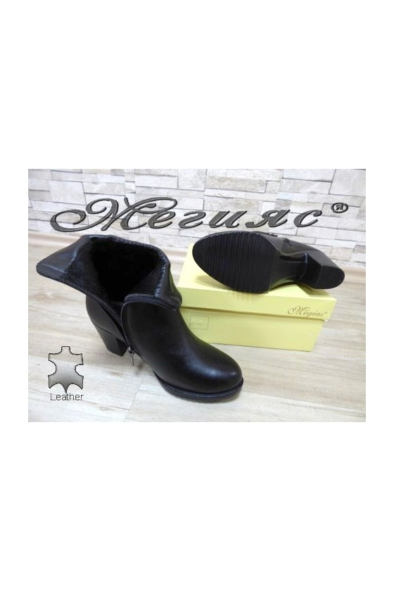 1015-01 Women boots black  leather