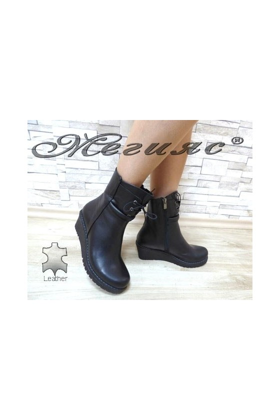 701-01 Women boots black leather